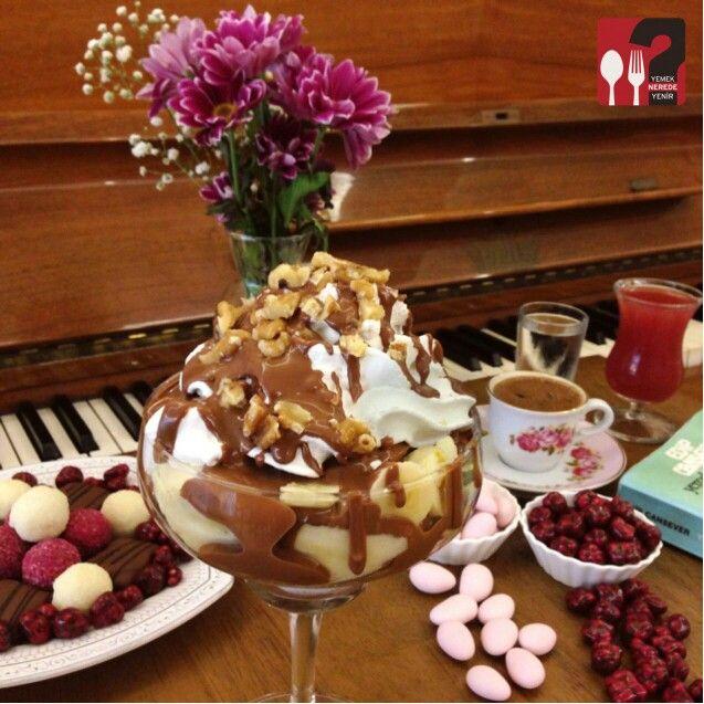Soprano ( İtalyan keki, muz, ceviz, karamel üzerine belçika çikolatası) - Hümaliva Çikolata & Kahve /  İstanbul ( Nişantaşı ) ☕  Çalışma Saatleri 11:00-23:00 ☎  0 212 224 48 62   14 TL ▫  Alkolsüz Mekan  @humalivacikolata