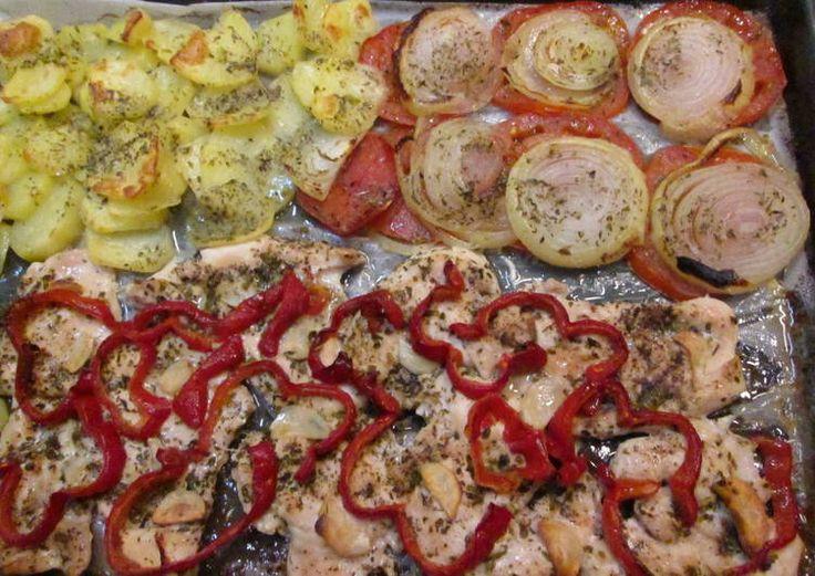 Pechugas de pollo al horno con patatas y verduras