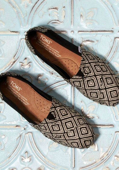 Spice up your spring wardrobe with diamond print classics.