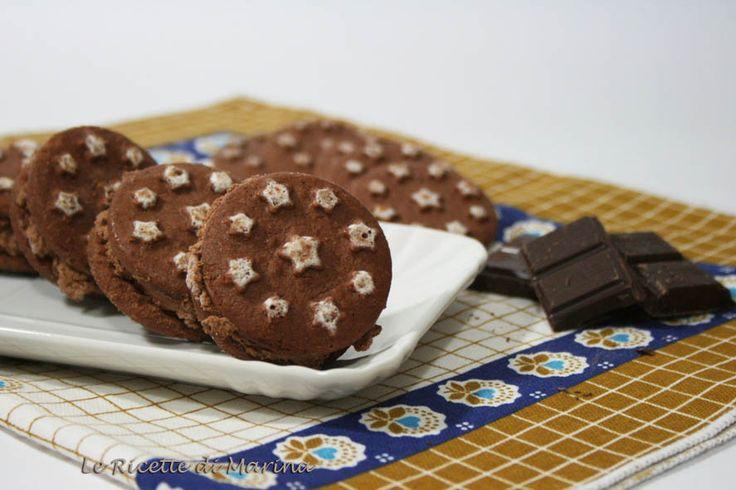 Biscotti gelato ripieni di mousse al cioccolato