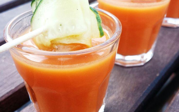 Dit Spaanse Gazpacho recept is één van de lekkersten. Sommigen houden niet van de koude Spaanse tomatensoep maar deze is zeker het proberen waard.