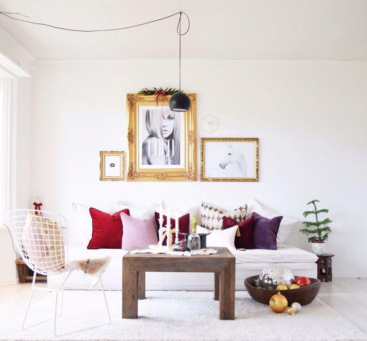 Christmas livingroom burgundy gold huge frames vintage modern
