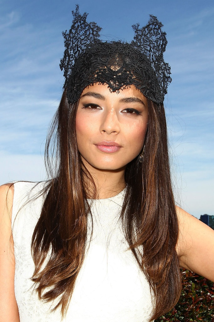 Caulfield Cup Races: Jessica Gomes wears lace headpiece