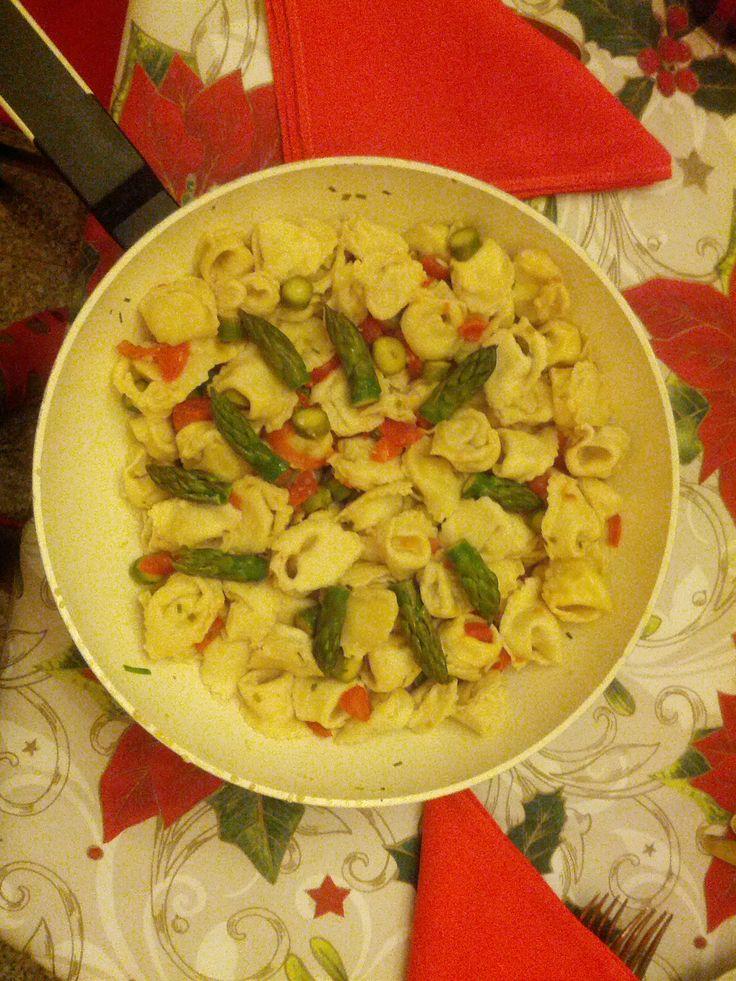 Fish tortellini with asparagus and fresh tomatoes   www.easyitaliancuisine.com