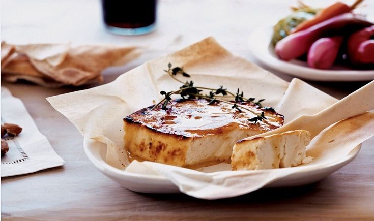 Φέτα ψητή στο φούρνο με θυμαρίσιο μέλι