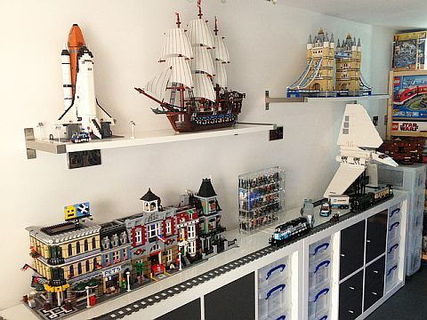 the 25 best ideas about lego display shelf on pinterest lego display lego kids rooms and. Black Bedroom Furniture Sets. Home Design Ideas