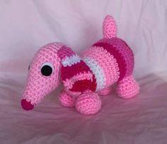 Patrón gratis. Amigurumi de un simpático mini teckel. ¡Aprende a tejer con los patrones gratuitos de Xicotet!