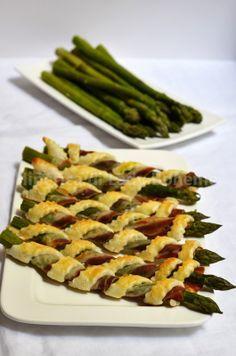 Italian Food - Cannoli di pasta sfoglia con asparagi e pancetta (Asparagus wrapped with bacon and puff pastry)