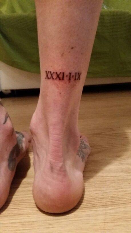 Tatuaje fecha en números romanos