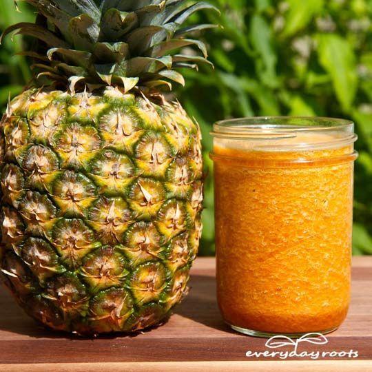 Gout Drink Remedy- à l'ananas, tarte jus de cerise, le curcuma et le gingembre moulu.