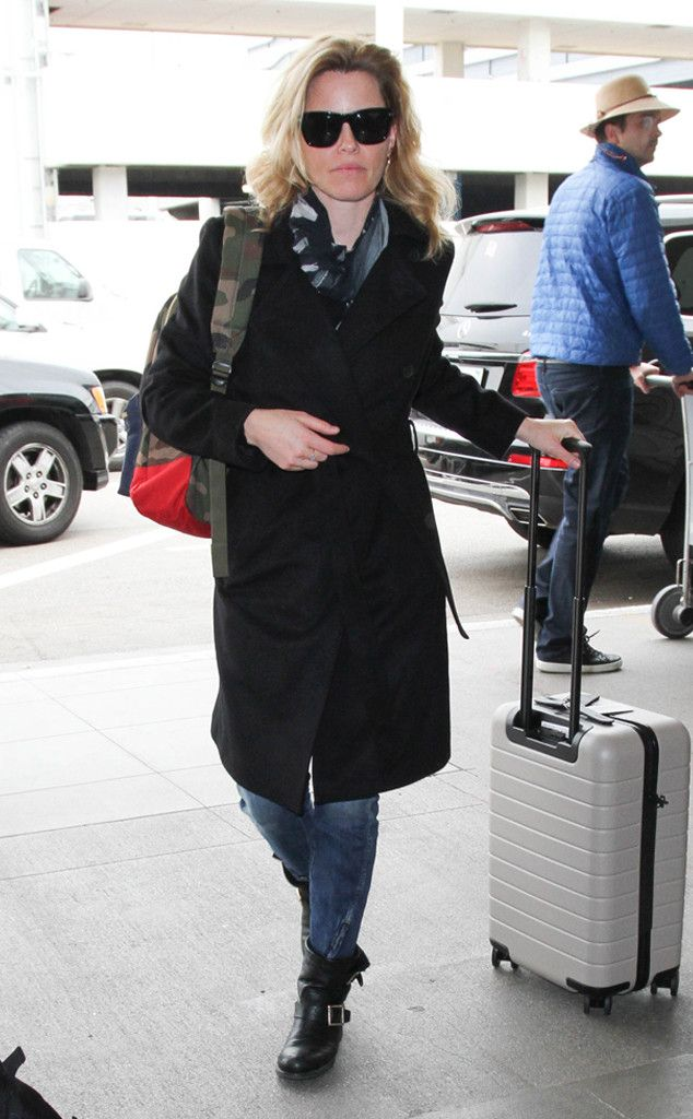 Elizabeth Banks from The Big Picture: Today's Hot Pics  Taking off! The actress is spotted at LAX.
