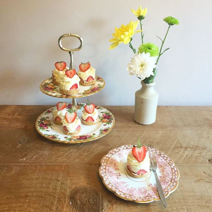 Easy No-bake White Chocolate and Strawberry Cheesecakes topped with Vanilla Chantilly Cream and strawberries! Perfect for a dinner party or wedding pudding!