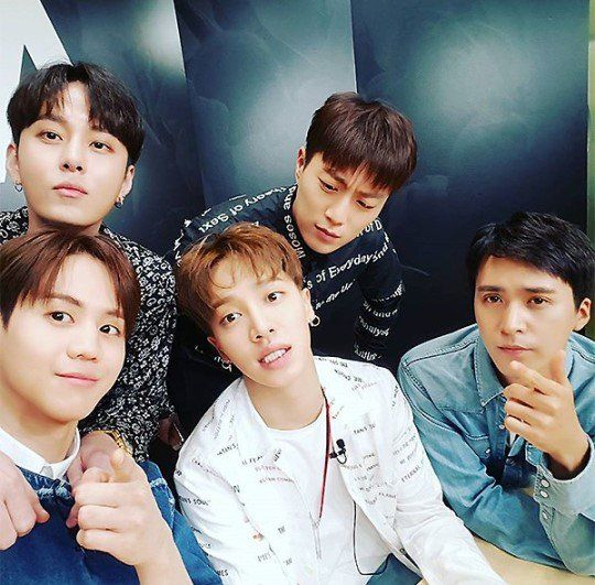 BEAST I love you guys. You guys are one of my favorite KPOP groups and I will always be a BEAUTY Saranghae oppas... ❤❤❤❤