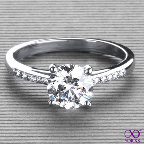 Callidia in platinum with a 1,24 ct. brilliant #Yorxs #Diamantring #Verlobungsring