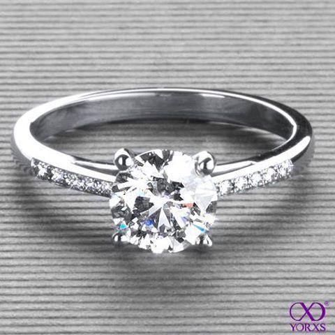 Callidia in platinum with a 1,24 ct. brilliant #Yorxs #Diamantring #Verlobungsring ...repinned für Gewinner!  - jetzt gratis Erfolgsratgeber sichern www.ratsucher.de