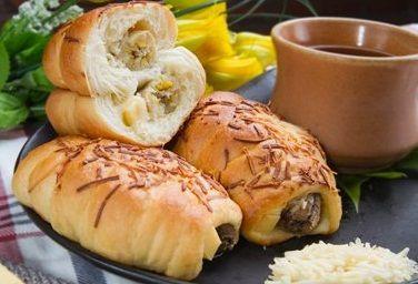 Resep Roti Pisang Keju dan Cara Membuat Roti Isi Pisang Keju