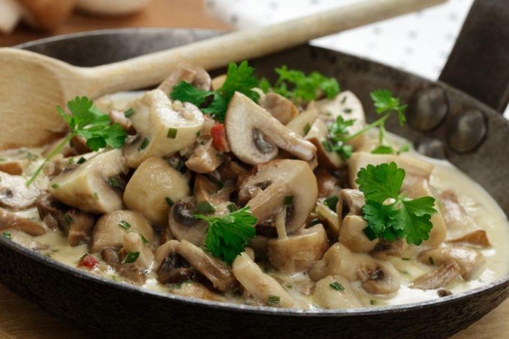 Sauce aux champignons et cuisses de poulet aux herbes