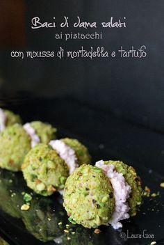 baci di dama salati ai pistacchi con mousse di mortadella e tartufo