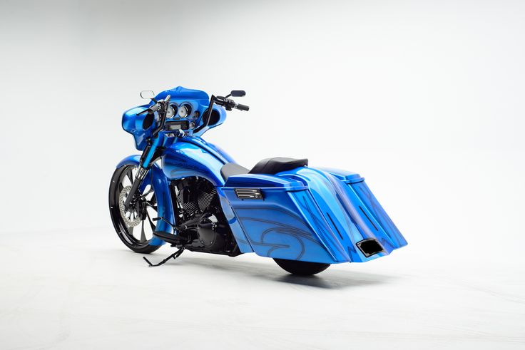Miranda's Oriental Blue Street Glide Custom Bagger | The Bike Exchange