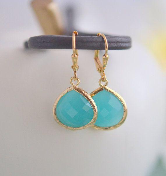 Einfachheit Ohrringe - Türkis facettierten Glas Teardrop in Gold. Einfache Ohrringe Gelbgold.  Ohrringe Türkis Mode. Geschenk für sie.