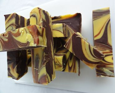 This is a pretty fudge to look at and tastes pretty amazing too. Tomás mixes the chunk combining the rich chocolate fudge with the sweet banana flavour of bananas and cream.    http://www.marketdirect.ie/buy-handmade-chocolate-gifts-online/Chocolate-and-Banana-Fudge