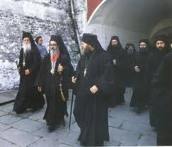 Η υποδοχή του Πρωτεπιστάτου Ιωαννικίου Διονυσιάτου, κατά την ημέρα της πανηγύρεως - Welcoming the Protepistatis Ioannikios of Dionysiou on the monastery's feast