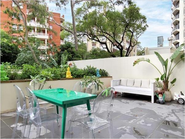 Cool Sydney urban pad to rent in Elizabeth Bay - huge courtyard, pool, gym, spa, parking, concierge. Furnished or unfurnished.