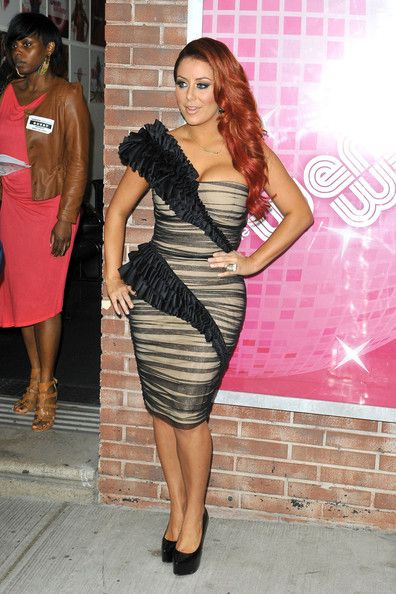 """Aubrey O'Day Photos Photos - Aubrey O'Day, former Danity Kane member, gladly poses up for photographers before her interview on """"The Wendy Williams Show"""". - Aubrey O'Day Poses in NYC"""