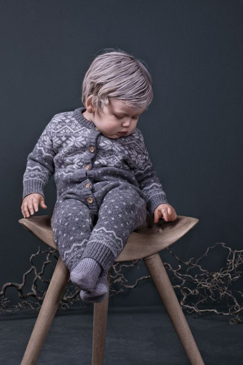 Babysuit in nordic pattern by Mole Little Norway keeps the baby warm and comfortable in light and soft lambswool <3