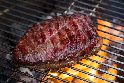 Picanha (Staartstuk) wordt ook wel het meest populaire stukje vlees van Brazilië genoemd. Hier het recept hoe je een Picanha kan bereiden op je barbecue.