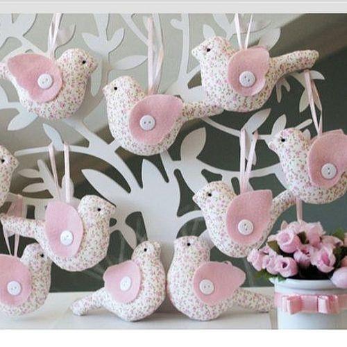 Fromhttp://bebe.abril.com.br/materia/ideias-de-lembrancas-para-o-cha-de-bebe! #passarinhos #bird #patchwork #tecido #country #tilda #lembrancinhas #mimo #artesanato #socute #bebe #baby #menina #maternidade #enfeite #galhos #beautiful #handemade #craft #lo   Flickr - Photo Sharing!