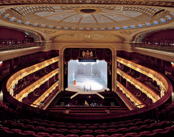 Самые красивые театральные залы