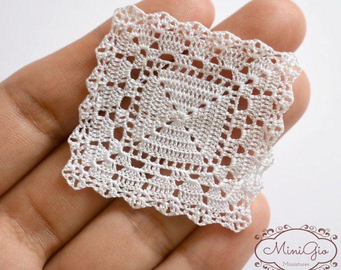 Miniaturas crochet tapete cuadrado 1.6 pulgadas, mantel de ganchillo de dollhouse, 1:12 tapete de crochet blanco micro miniatura casa de muñecas, modelo #124