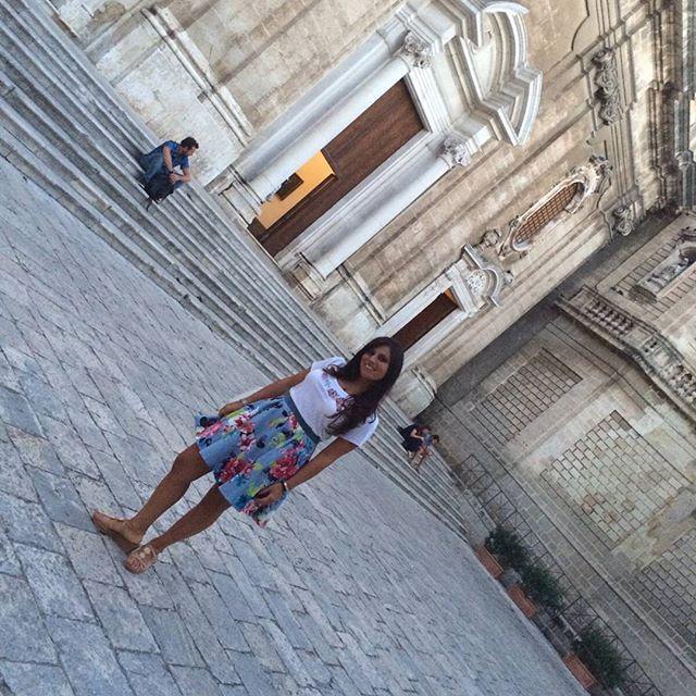 La nostra @anna_pernice sul sagrato della Cattedrale. #monopoli4stagioni #travel #travelblogger #Monopoli. #puglia #gioia #barocco
