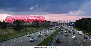 Afbeeldingsresultaat voor Allianz Arena - München am autobahn