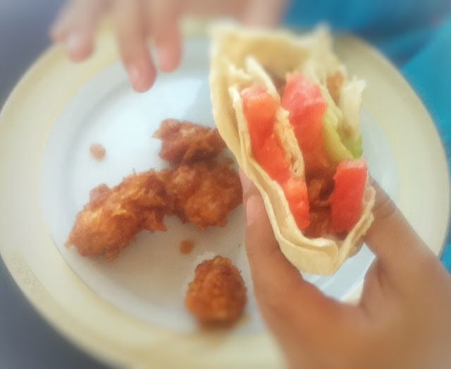 Zebra    Rodzinnie: Tortilla z kurczakiem w nietypowym kożuchu.