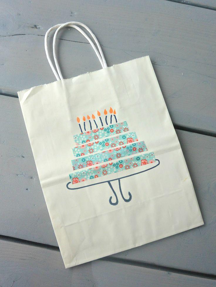 cadeautasjes maken. Voor elke gelegenheid een passend tasje. Super simpel met washitape en stiften. Taart, verjaardag, kaarsjes http://simplethoughts.nl/diy-cadeautasjes/