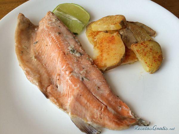 Receta de Trucha al horno con patatas.
