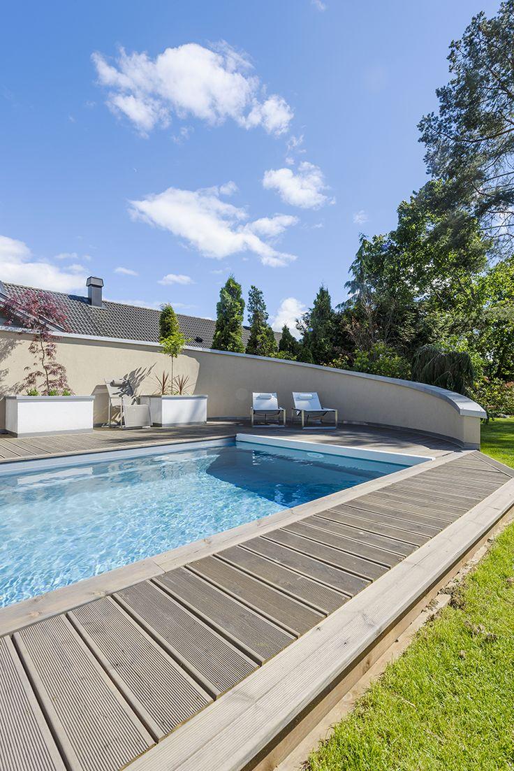 Grått og blått sammen gir et lekkert resultat - hagedesign av Darren Saines med MøreRoyal® terrassebord