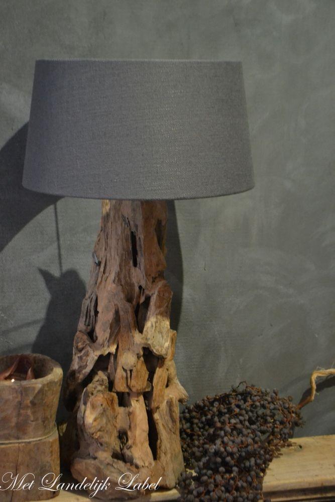 Prachtige lamp die tot zijn recht komt in een sober en for Kapsalon interieur te koop