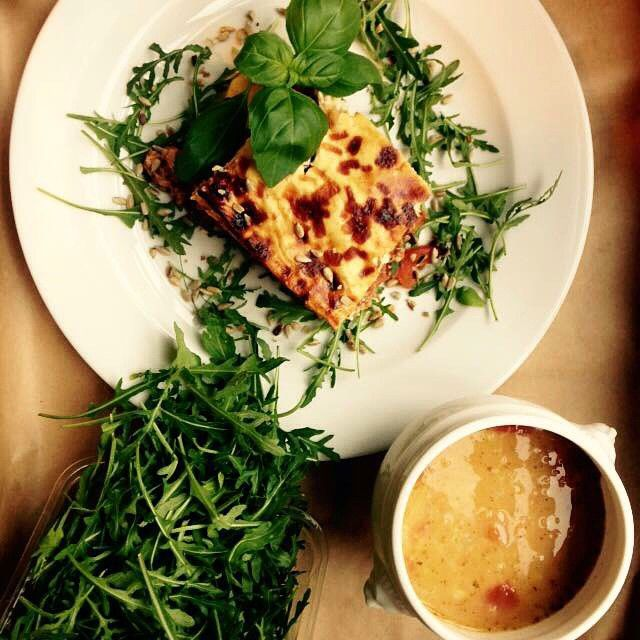 Zupa z czerwonej soczewicy i grecka musaka #letarg #letargbistro #greek #musaka #food #foodporn #instafood #foodgasm #eat #eating #poznan #lunch #lunchtime #amazing #green #tasty #love