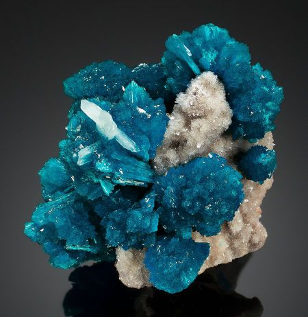 CAVANSITE Wagholi : Stimulates the intuition, activates channeling abilities, excellent stone for