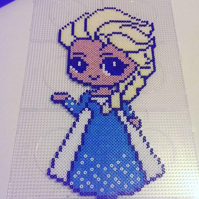 Queen Elsa - Frozen hama perler beads by augen_und_herz_sind_dynamit