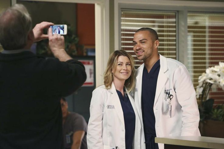 Behind the scenes of Grey's Anatomy, Ellen Pompeo & Jesse Williams (aka Meredith Grey & Jackson Avery) snap a pic!