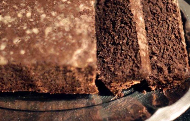 Unsuz, şekersiz, yağsız kakaolu kek tarifi.