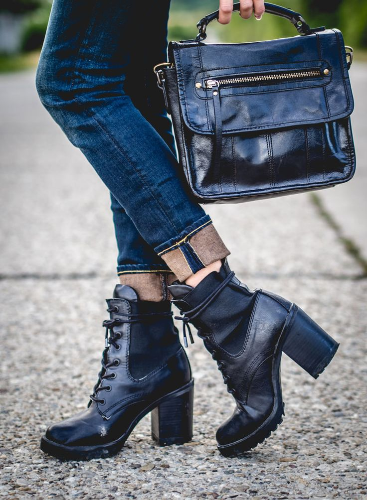 form new #post : http://byfoxygreen.blogspot.sk/2015/09/anchor-of-my-heart.html #photoshoot #photots #fashion #boots #handbag #jeans