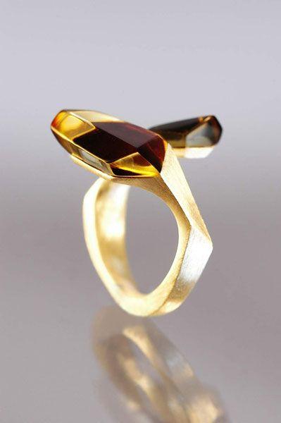 "Pierścionek ""Guido"". Gold and amber."