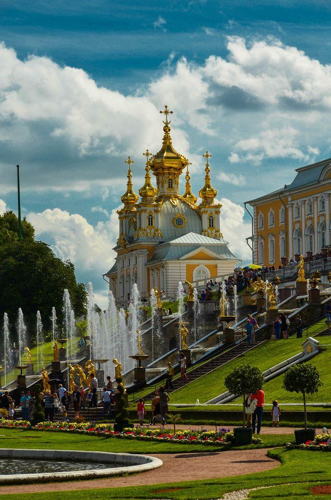 Peterhof Palace, Russia.QUE BELLEZA, PARECE QUE ESTAS DENTRO DE UN CUENTO DE FANTASÍA.