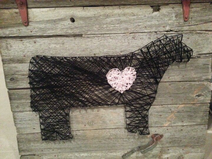 This is so cute! Make an outline of your favorite animal with nails on an old barn door, then connect the dots with string and criss-cross to fill it in. Add more nails and a contrasting color of string for a heart. Cute!