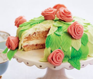 "Recept: Snyggaste prinsesstårtan. (Classic Swedish ""Princess cake"")"